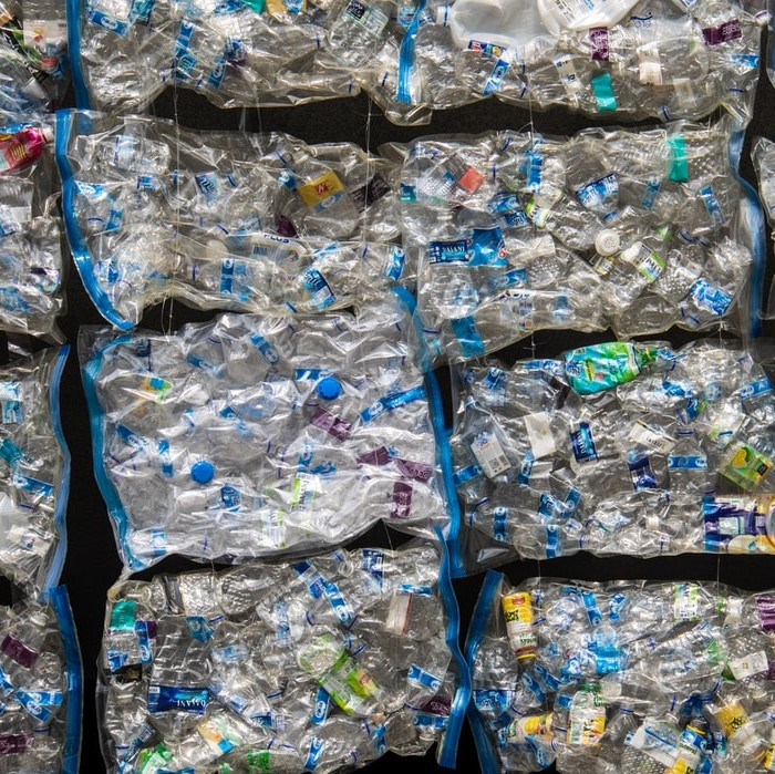 В ОАЭ начали производить маски из океанического мусора 1