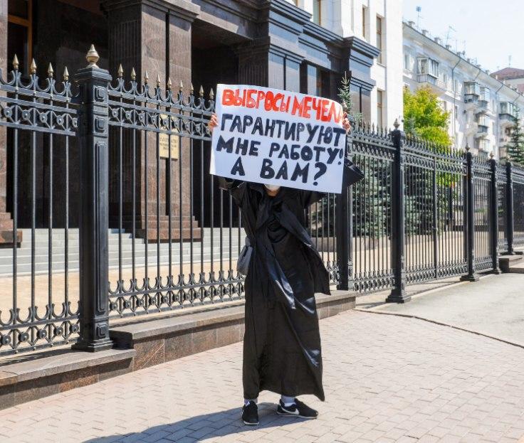 Одиночный пикет у здания челябинского правительства 1