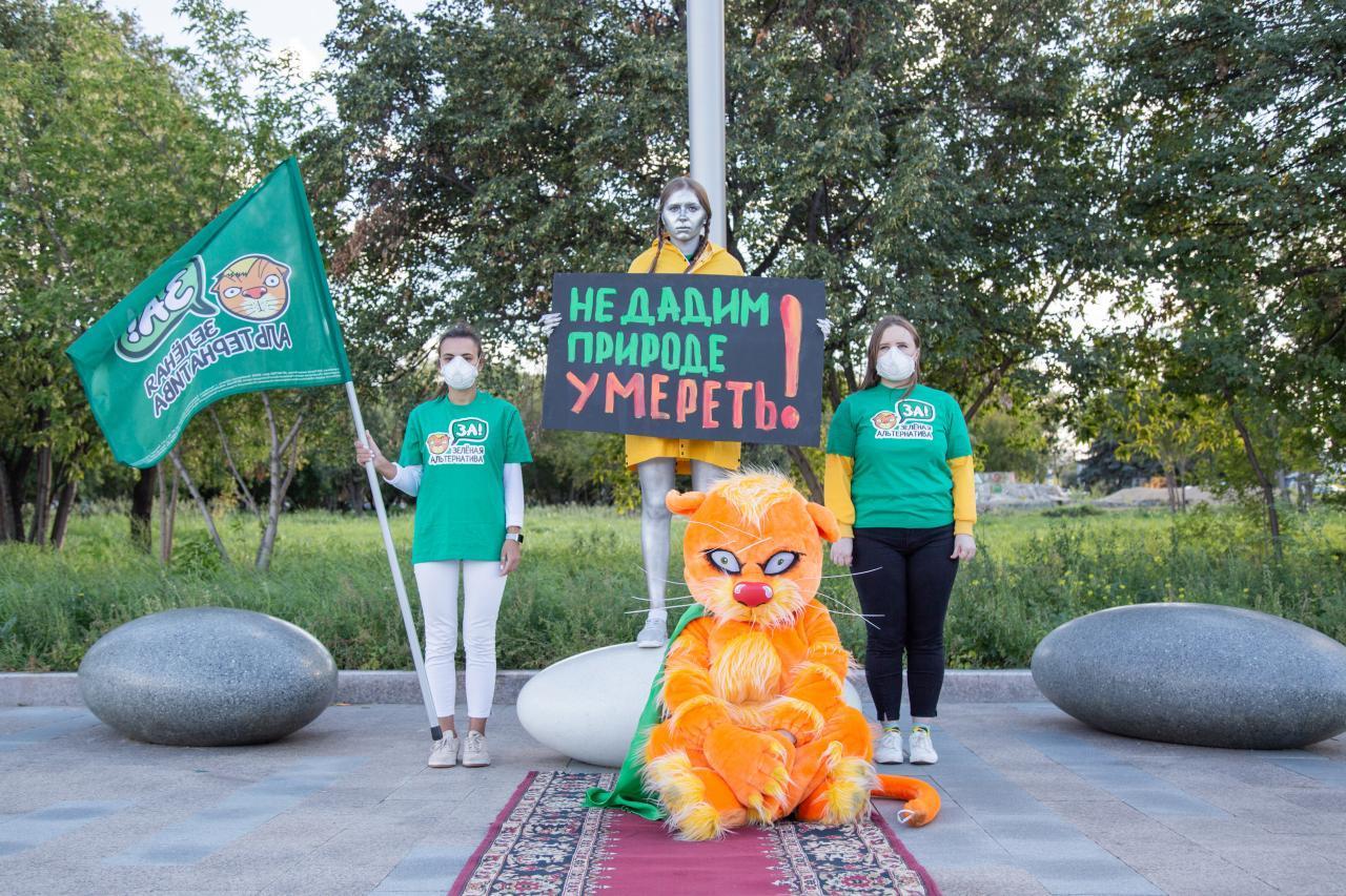 Открытие памятника Грете Тунберг в Челябинске 1