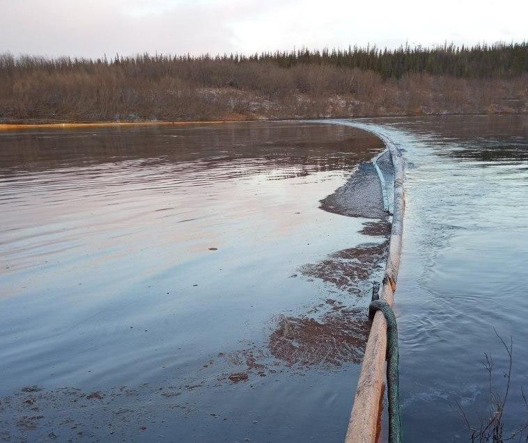 В Республике Коми введён режим ЧС из-за очередного разлива нефти 1