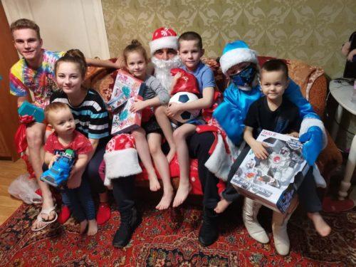 Активисты «ЗА!» вручили детям новогодние подарки 5